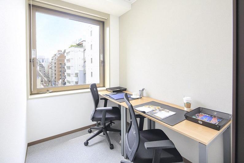 レンタルオフィス「オープンオフィス大門駅前」の個室(2人用)
