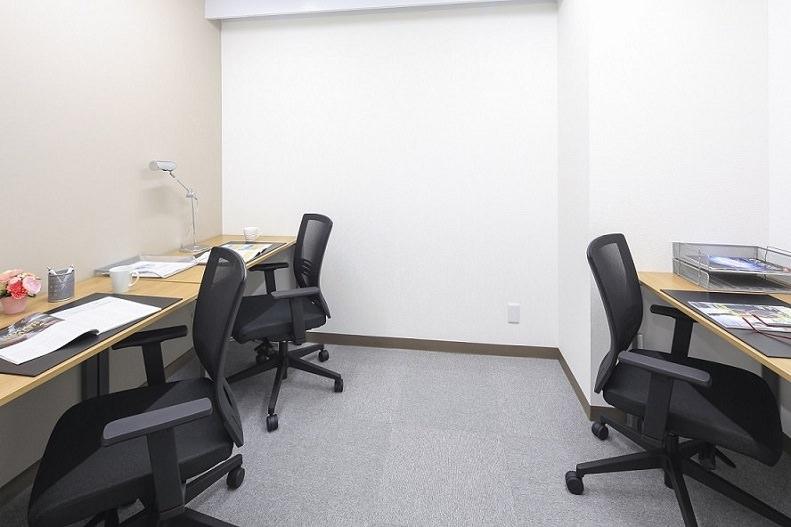 レンタルオフィス「オープンオフィス神戸三宮南」の個室(3人用)