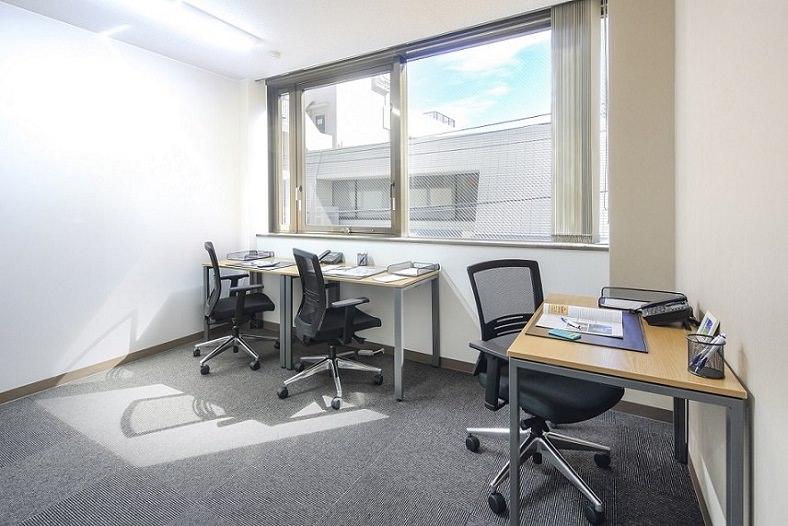 レンタルオフィス「オープンオフィス西新宿駅前」の個室