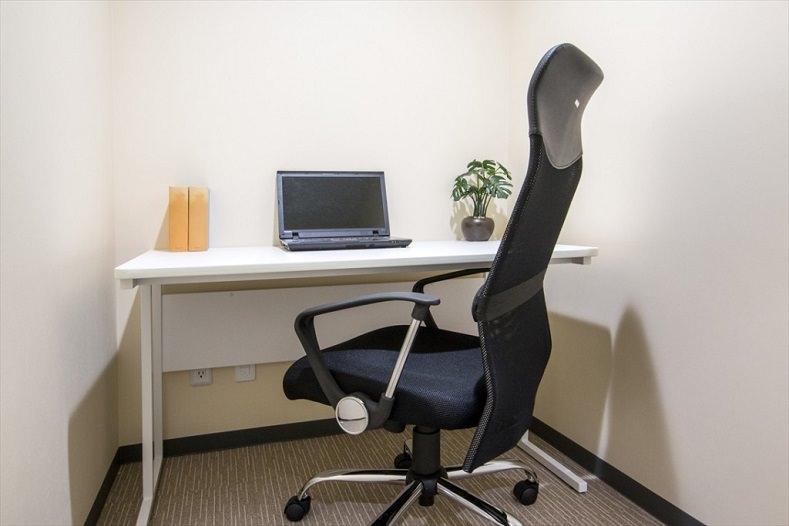 レンタルオフィス「ビズサークル横浜港北オフィス」の個室(1人用)