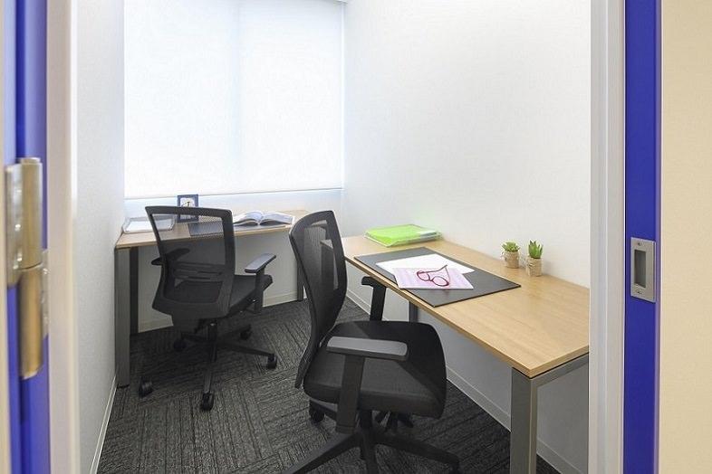 レンタルオフィス「リージャスエクスプレス阪急茨木市駅」の個室