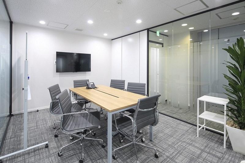 レンタルオフィス「リージャス神田須田町ビル」の会議室