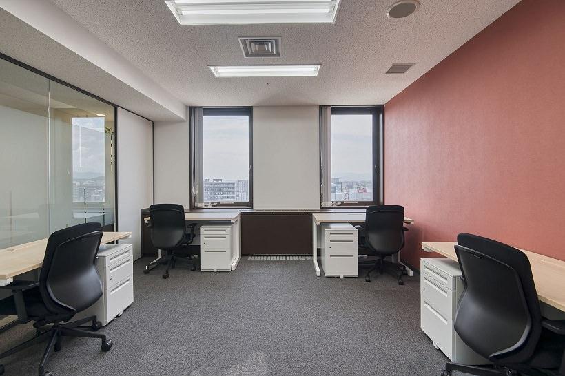 レンタルオフィス「リージャス福岡天神スカイホールビジネスセンター」の個室(4名用)
