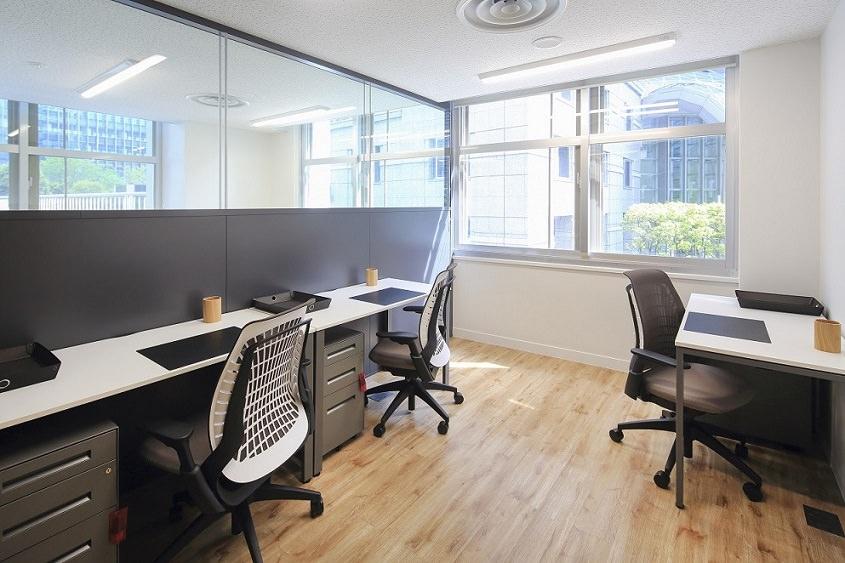 レンタルオフィス「Spaces大手町ビル」の個室(3人用)