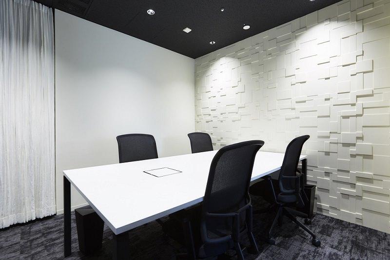 レンタルオフィス『ワークスタイリング新宿三井ビルディング』の会議室