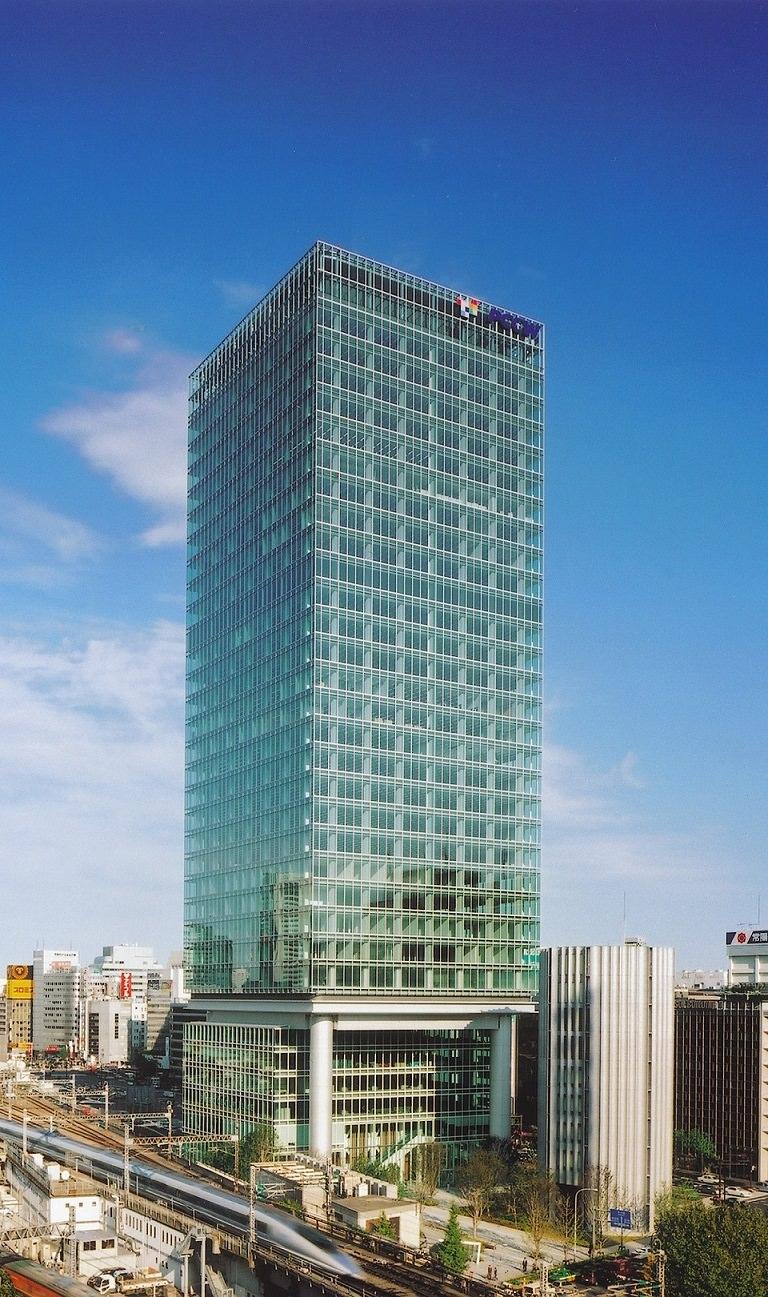 レンタルオフィス「リージャス丸の内パシフィックセンチュリープレイス」が入居するビル