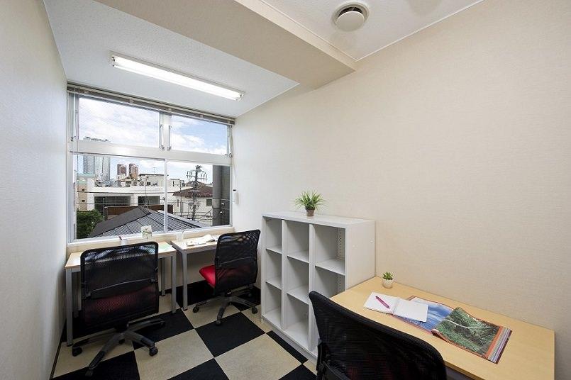 レンタルオフィス「オープンオフィス南青山」の個室(3人用)