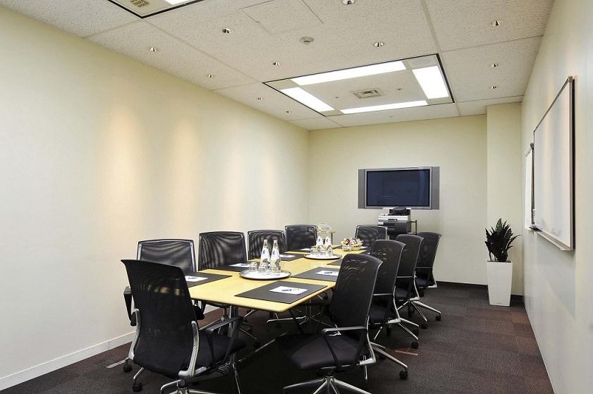 レンタルオフィス「リージャス神谷町MTビル」の会議室