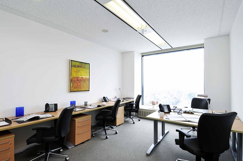 レンタルオフィス「リージャス新宿パークタワー」の個室(4人用)
