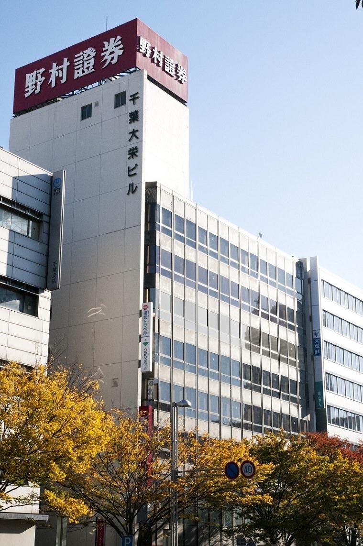 レンタルオフィス「リージャス千葉大栄ビル」が入居するビル