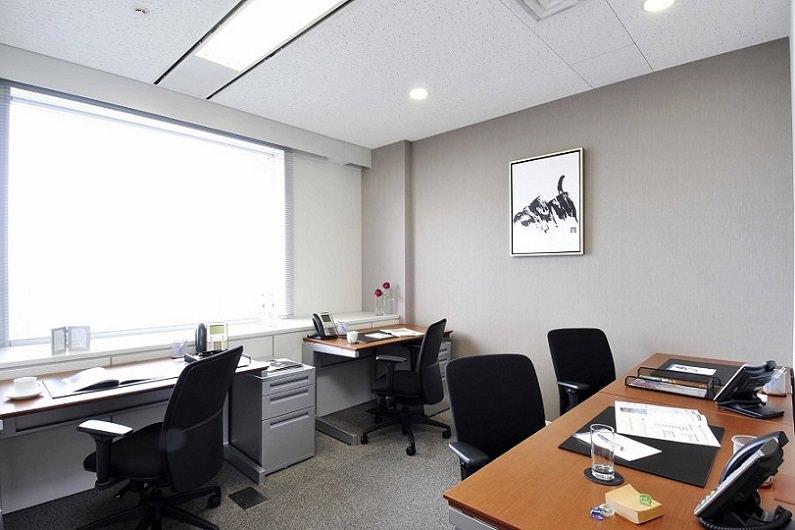 レンタルオフィス「リージャス横浜スカイビル」の個室(4人用)