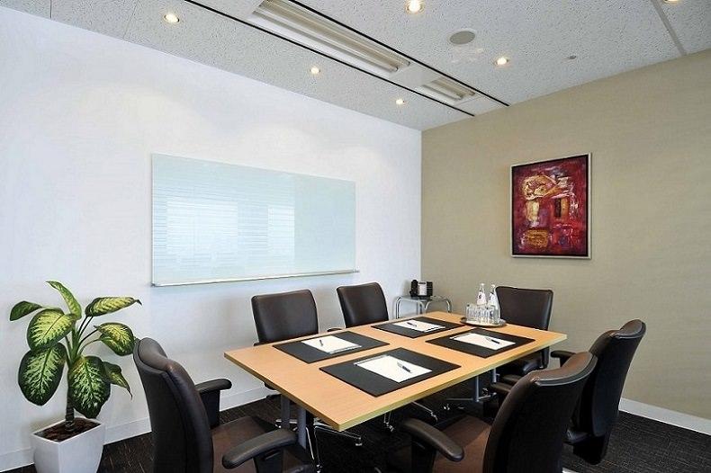 レンタルオフィス「リージャス大阪国際ビルディング」の会議室