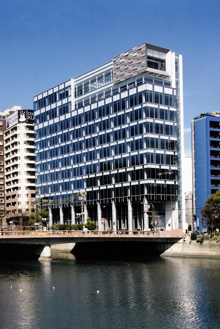 レンタルオフィス「リージャスアクア博多」が入居するビル