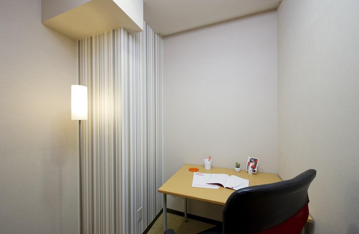 オープンオフィス 南青山-個室(1人用)