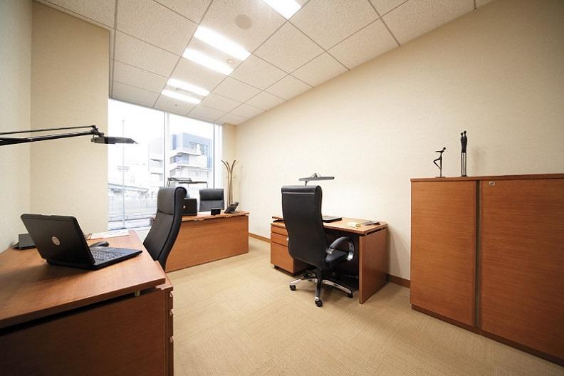 レンタルオフィス「リージャス汐留ビルディング」の個室(3人用)