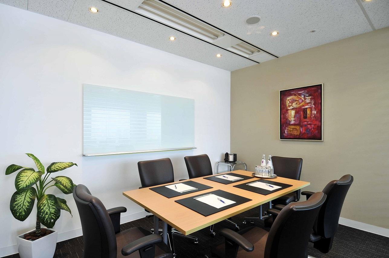 リージャス 大阪国際ビルディング-会議室