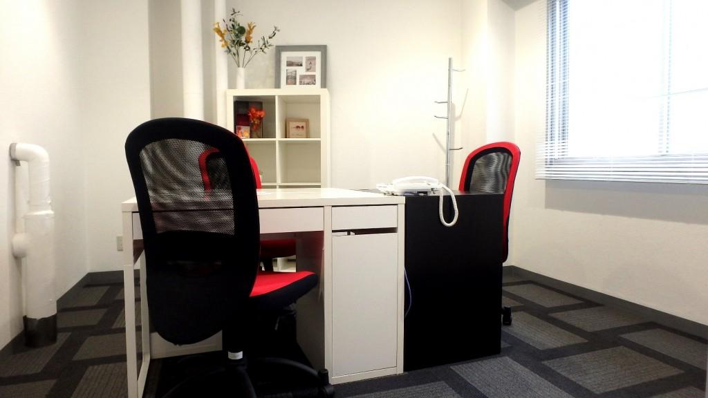 レンタルオフィス「ビズサークル新宿三丁目オフィス」の個室
