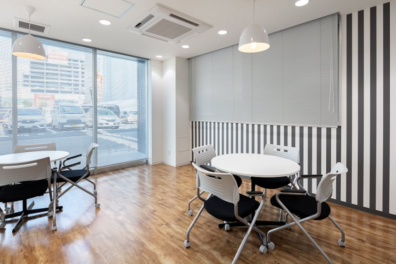 レンタルオフィス「オープンオフィス大宮駅西口」のビジネスラウンジ③