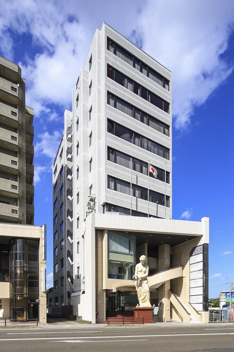 レンタルオフィス「リージャス仙台花京院」が入居するビル