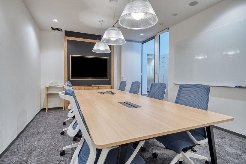 レンタルオフィス「リージャス新広島ビルディングビジネスセンター」の会議室