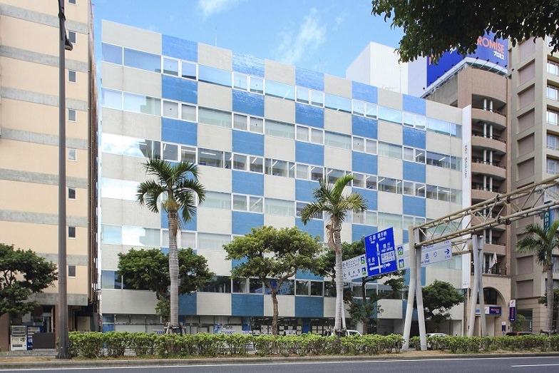 レンタルオフィス「リージャスCOI那覇ビル」が入居するビル
