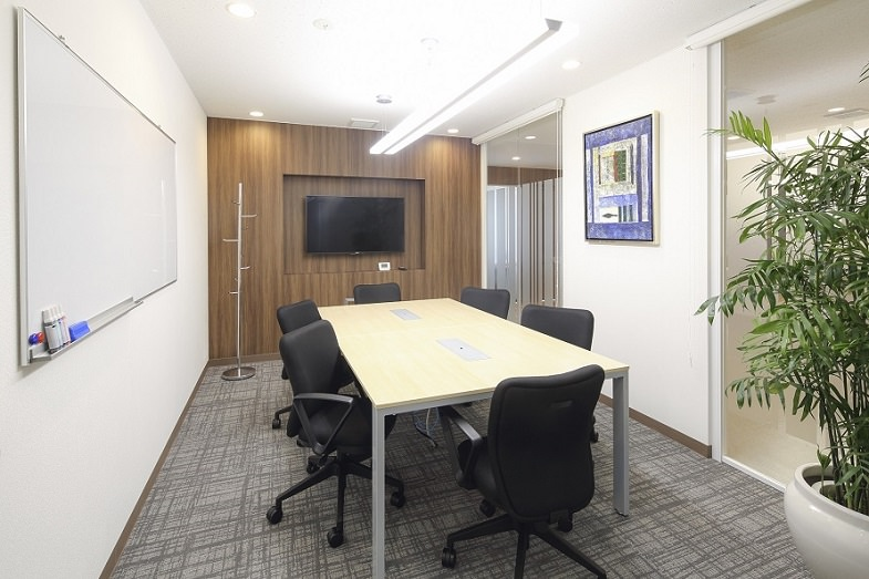 レンタルオフィス「リージャスCOI那覇ビル」の会議室
