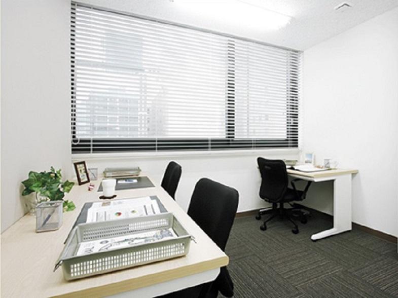 レンタルオフィス「オープンオフィス広島大手町」の個室(3人用)