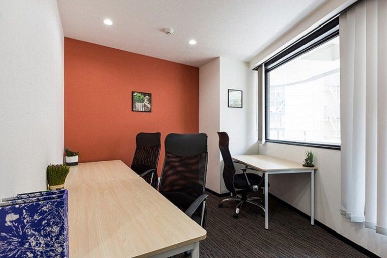 レンタルオフィス「ビズサークル日本橋・八丁堀オフィス」の個室(3人用)