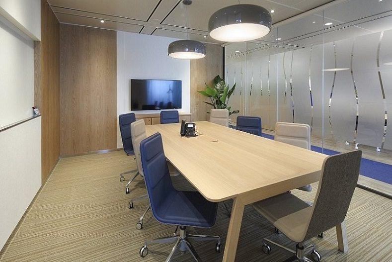 コワーキングスペース「リージャス 品川グランドセントラルタワー」の会議室