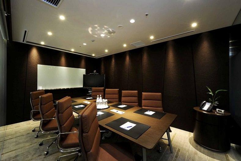 コワーキングスペース「リージャス品川イーストワンタワー」の会議室