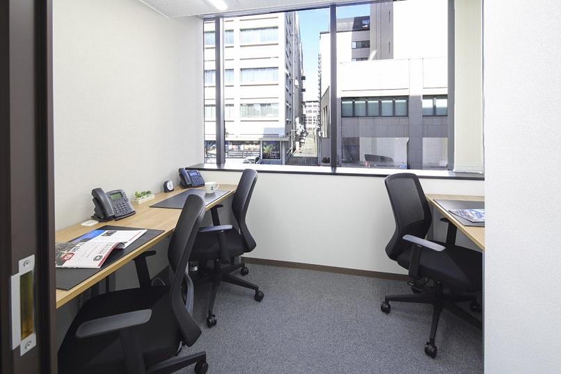 レンタルオフィス「リージャス盛岡中央通ビジネスセンター」の個室(3人用)