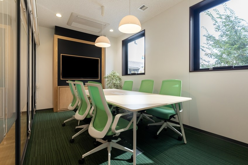 レンタルオフィス「リージャス 岡山アクロスキューブビジネスセンター」の会議室