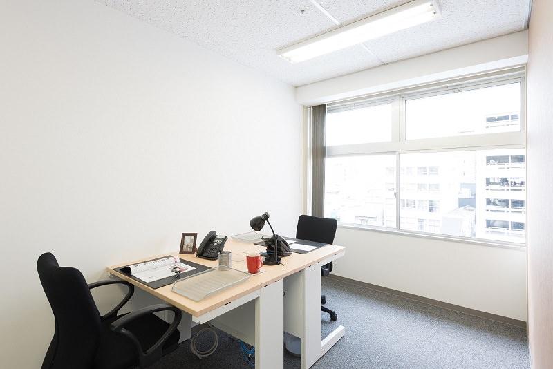 レンタルオフィス「リージャス岡山第一セントラル」の個室(2人用)