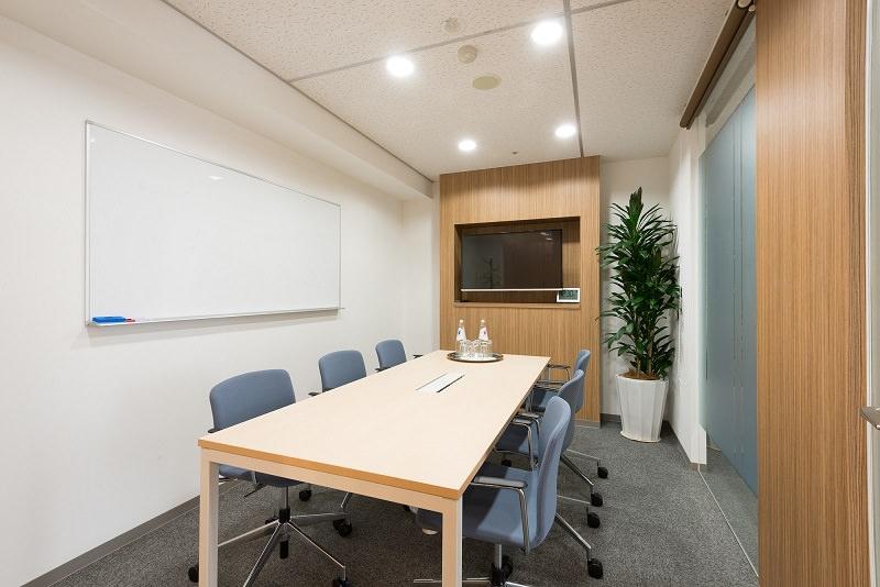 レンタルオフィス「リージャス岡山第一セントラル」の会議室