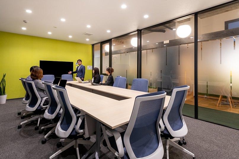 レンタルオフィス「リージャス 宮崎橘通ビジネスセンター」の大会議室