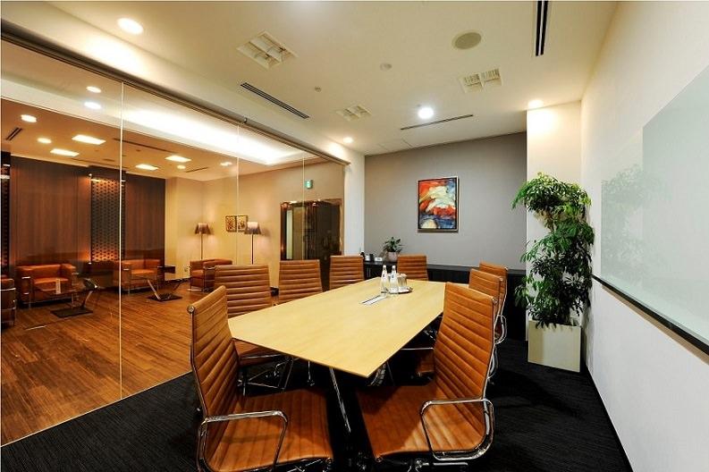 コワーキングスペース「リージャス 青山プラースカナダ」の会議室
