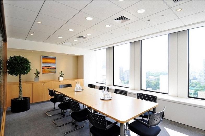 コワーキングスペース「リージャス赤坂アークヒルズ」の会議室
