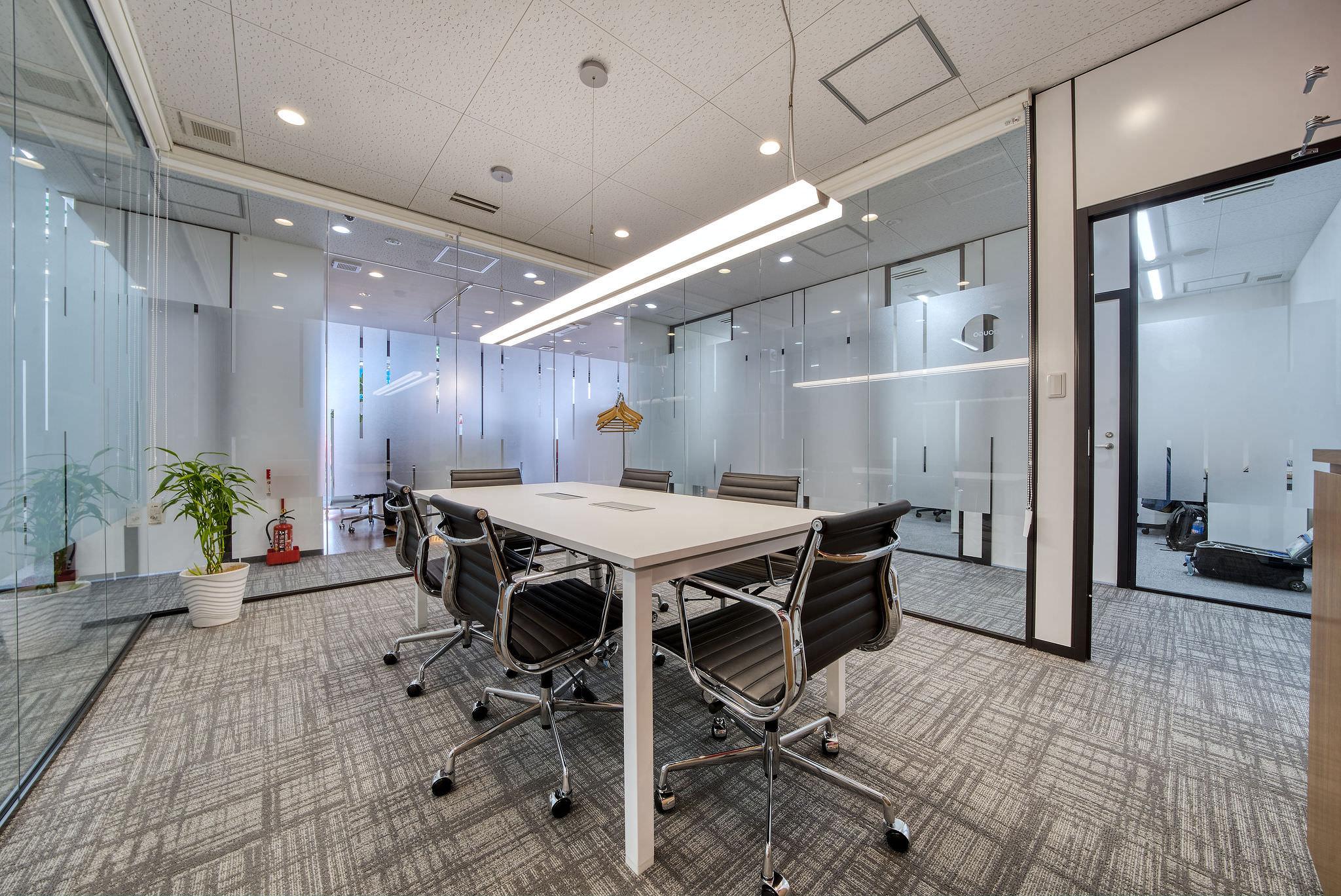 レンタルオフィス「リージャス松山市駅前ビジネスセンター」の会議室