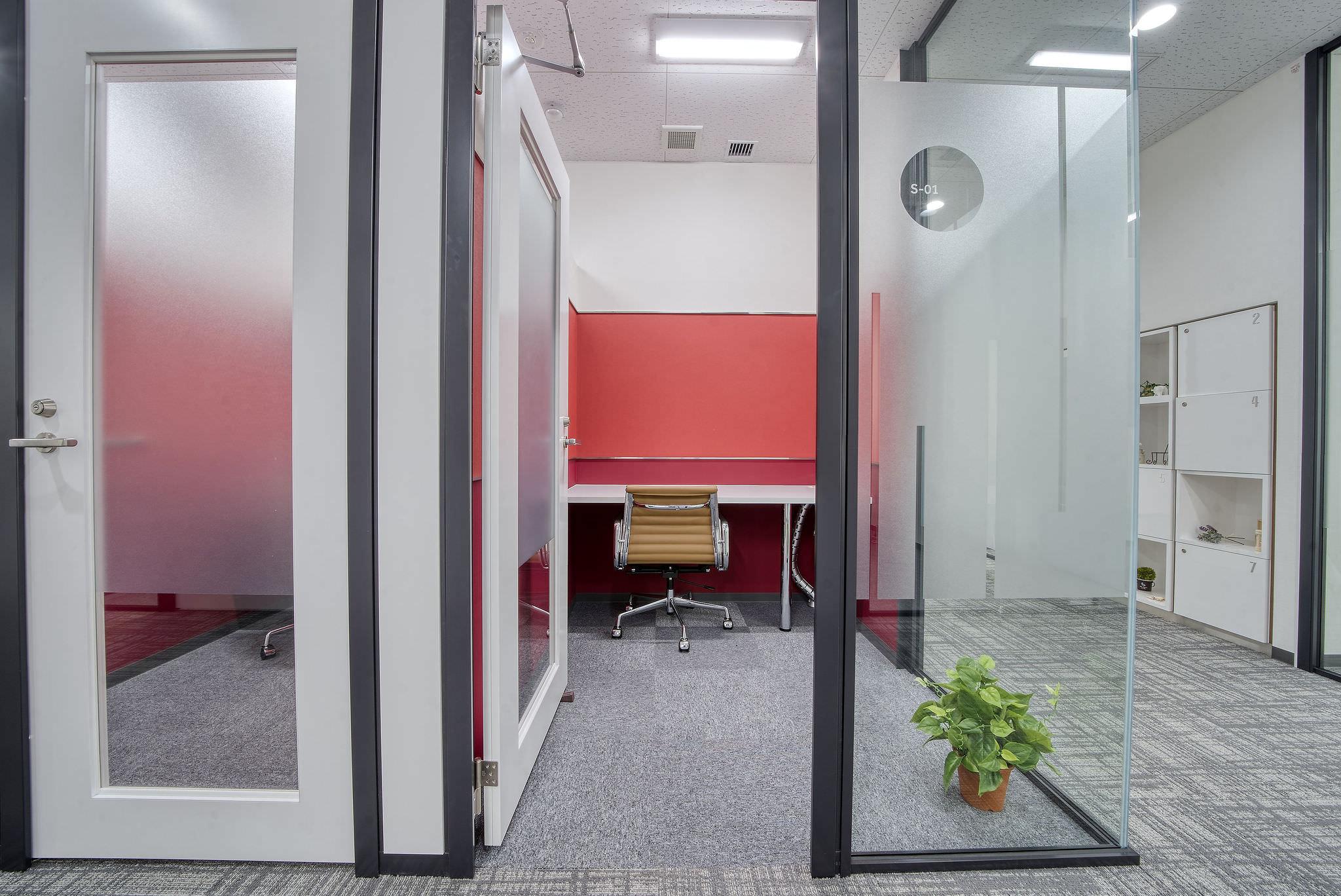 レンタルオフィス「リージャス松山市駅前ビジネスセンター」の個室①